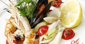 Салат из морского коктейля на любой вкус