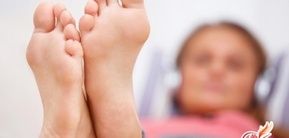 Бородавка на пальце ноги болит