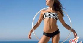 Упражнения для живота и талии с обручем
