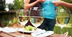 Аллергия на алкоголь: почему нам может быть плохо от спиртного?