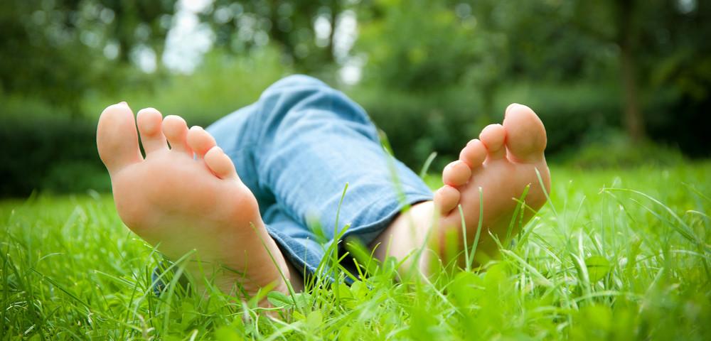 Как быстро отстирать траву с джинсов дома