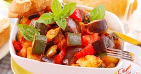 Тушеные баклажаны с овощами — еда без вреда
