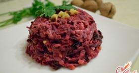 Салат из свеклы с черносливом: витаминная бомба