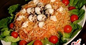 Салат гнездо глухаря с ветчиной и грибами