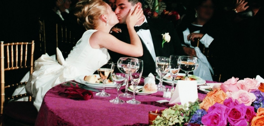 под столом на свадьбе хотите
