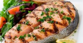Вкусно и малокалорийно: рыба, запеченная с овощами