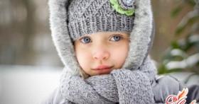 Вязание детских вещей спицами: комплект из шарфика и шапочки