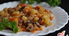 Тушеные баклажаны с картошкой. По-деревенски, по-гречески, по-китайски