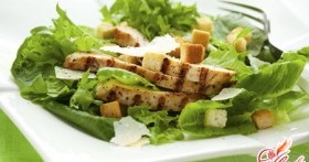 Салат с курицей и сельдереем: вкусно и полезно