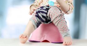 Как можно помочь ребенку при запоре