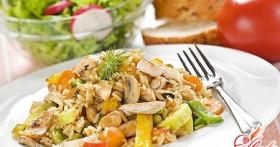 Салат с шампиньонами и курицей — от простого к сложному