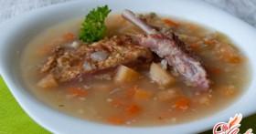 Сытный обед: гороховый суп со свининой