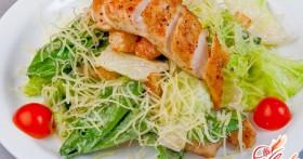 Салат «Цезарь»: рецепт с курицей