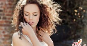 Укладка кудрявых волос: несколько секретов удачной прически