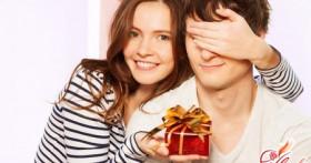 Что подарить парню на День святого Валентина: практичные и романтичные поздравления