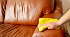 Как отмыть кожаный диван от шариковой или гелевой ручки