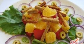 Салат с помидорами и сухариками: несколько летних рецептов