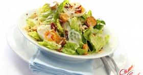 Лучшие варианты салата «Цезарь» с курицей и хрустящими сухариками