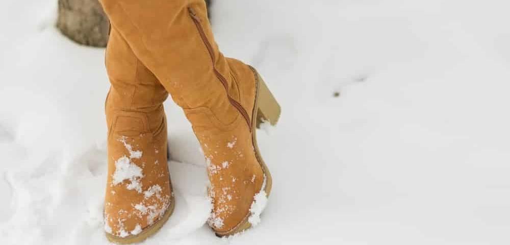 Как растянуть замшевую обувь? Как разносить сапоги, которые жмут, в домашних условиях? Как растянуть кроссовки на один размер?