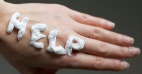 Почему шелушится кожа на руках и как ее лечить