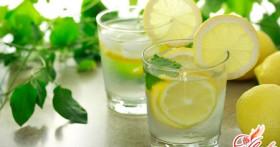 Вода с лимоном: польза и вред этого напитка