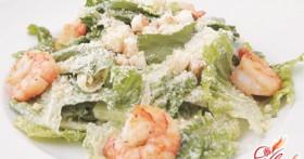 Вкусный «Цезарь» с креветками: детальный рецепт и советы по приготовлению