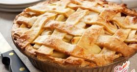 Простой и вкусный яблочный пирог с манкой