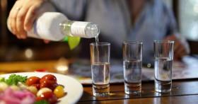 Как бороться с диареей (водка с солью от поноса)