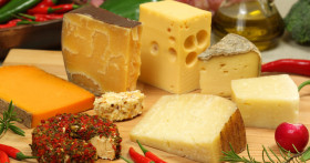 Как и сколько можно хранить сыр: твердый, мягкий, с плесенью, рассольный