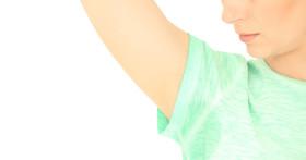 Как удалить пятна от дезодоранта с одежды