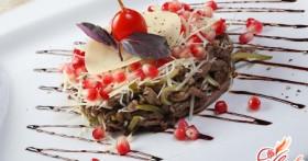 Вкусный, питательный и сытный салат из языка со свежим огурцом