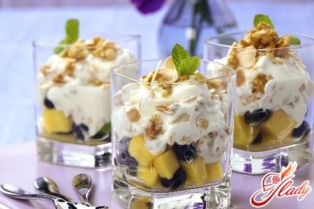 салат фруктовый с йогуртом