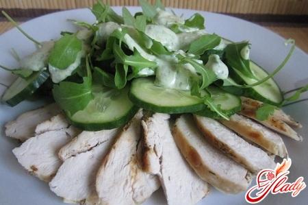 Салат с грудинкой и огурцом