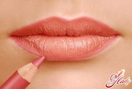 губы тонкие