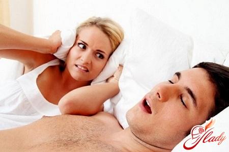 Мама храпит во сне