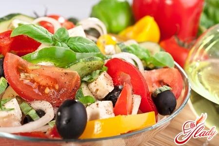 салат с брынзой и оливками