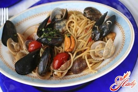 вкусная карбонара с морепродуктами
