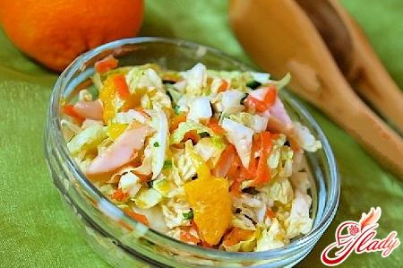салат из китайской капусты и курицы
