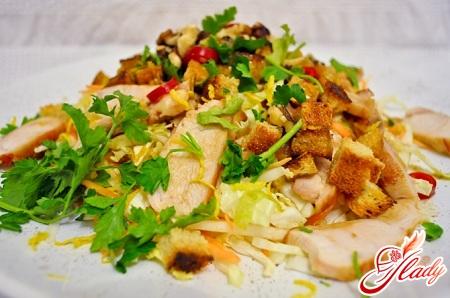 салат из курицы и китайской капусты