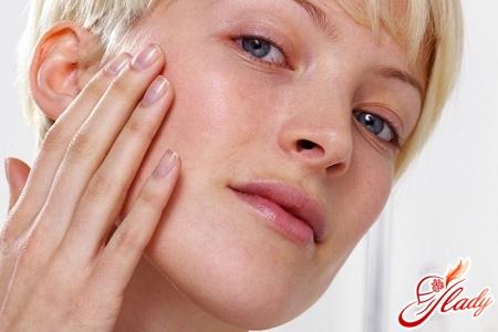 Как правильно наносить тональный крем: секреты идеального макияжа