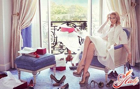 Любовь к обуви у женщин в крови!