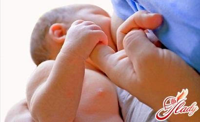 ребенок постоянно висит на груди