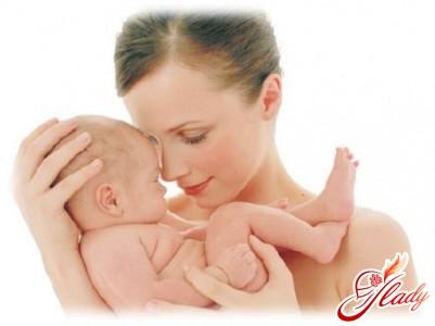женщина кормящая грудью чужого ребенка