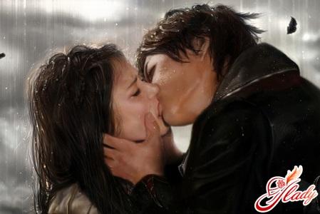 первый поцелуй парня и девушки