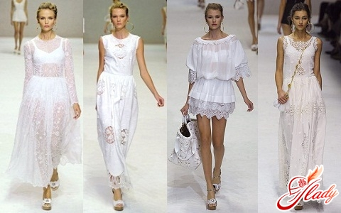 В ожидании лета: белые кружевные платья