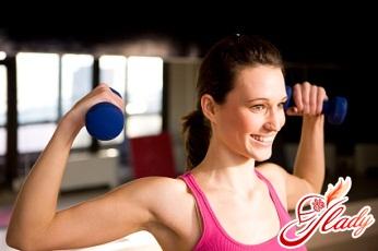 упражнения с гантелями для женщин для грудных мышц