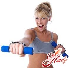 упражнения с гантелями для женщин для рук