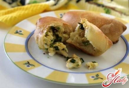 пиріжки з цибулею і яйцем