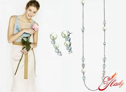 Серебряная подвеска – маленькая деталь, способная изменить облик женщины