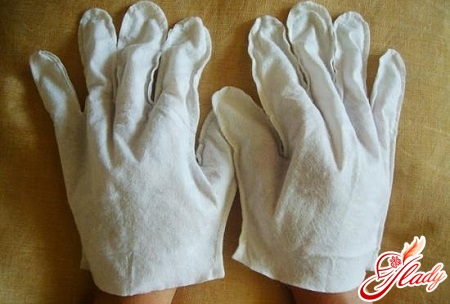 шелушение и трещины на пальцах рук